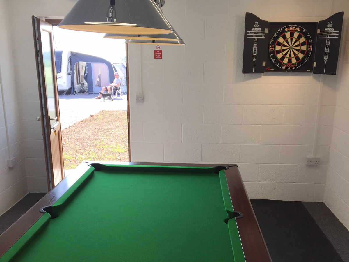 caravan-and-motorhome-pitches-louth-lincolnshire-gamesroom